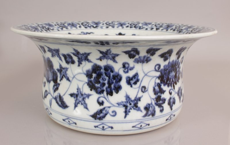 A LARGE CHINESE EARLY MING STYLE PORCELAIN BOWL, with - 4