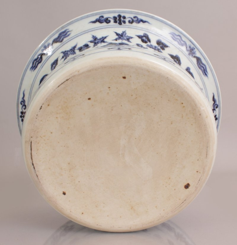 A LARGE CHINESE EARLY MING STYLE PORCELAIN BOWL, with - 6