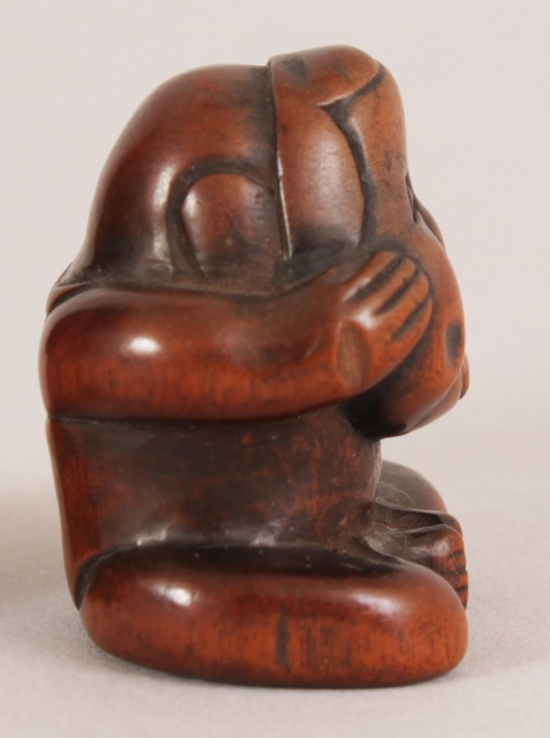 A JAPANESE MEIJI PERIOD CARVED BOXWOOD NETSUKE OF A - 4