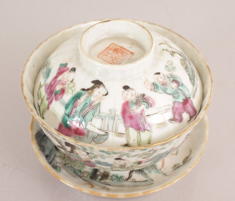 A CHINESE TONGZHI MARK & PERIOD FAMILLE ROSE FLUTED - 2