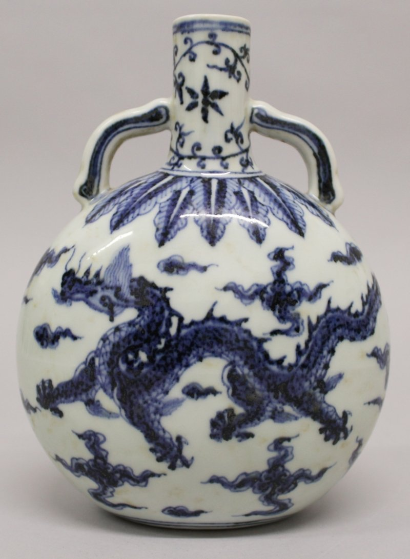 A CHINESE MING STYLE BLUE & WHITE PORCELAIN DRAGON