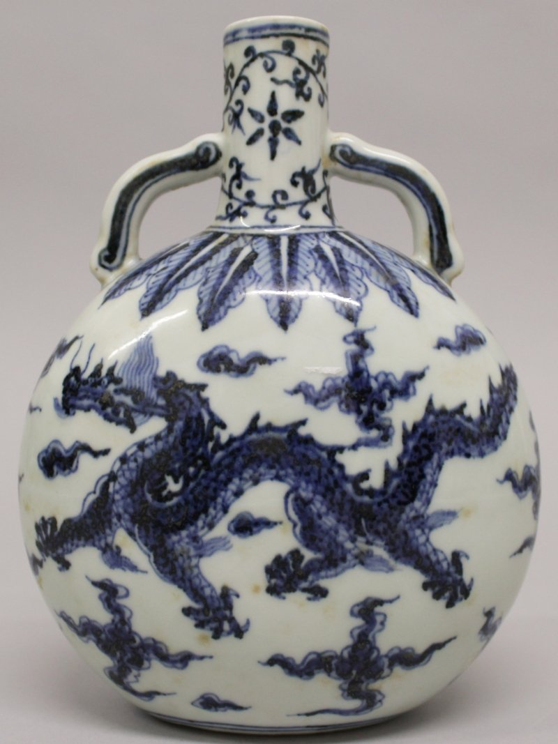 A CHINESE MING STYLE BLUE & WHITE PORCELAIN DRAGON - 2