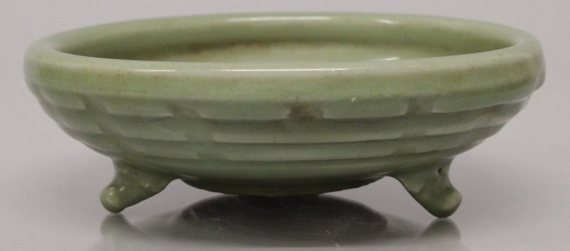 A CHINESE LONGQUAN STYLE CELADON TRIPOD CENSER, the - 5