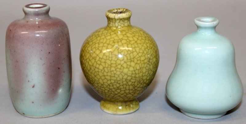 THREE CHINESE PORCELAIN SNUFF BOTTLES, the tallest
