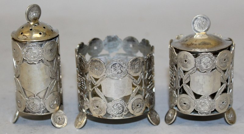 A GROUP OF THREE EARLY 20TH CENTURY CHINESE SILVER