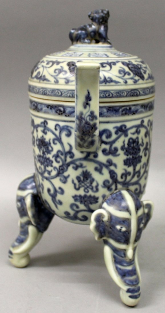 A CHINESE MING STYLE BLUE & WHITE PORCELAIN TRIPOD - 4