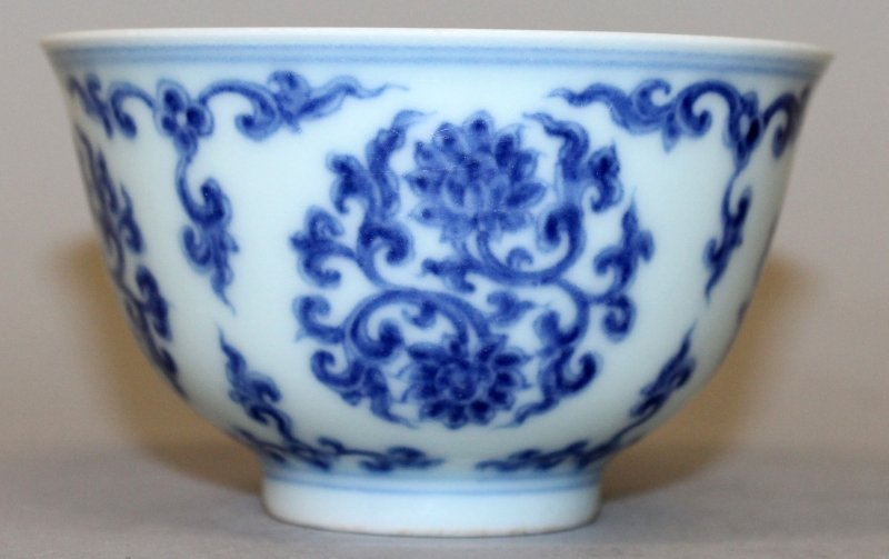 A CHINESE MING STYLE BLUE & WHITE PORCELAIN TEABOWL,