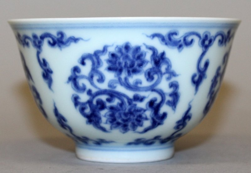 A CHINESE MING STYLE BLUE & WHITE PORCELAIN TEABOWL, - 2