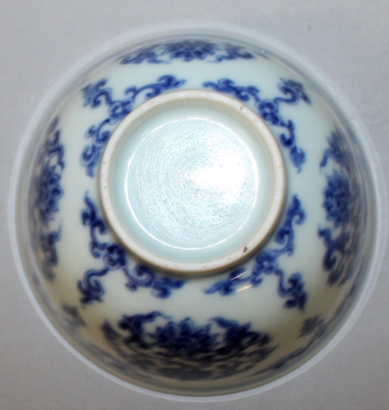 A CHINESE MING STYLE BLUE & WHITE PORCELAIN TEABOWL, - 4