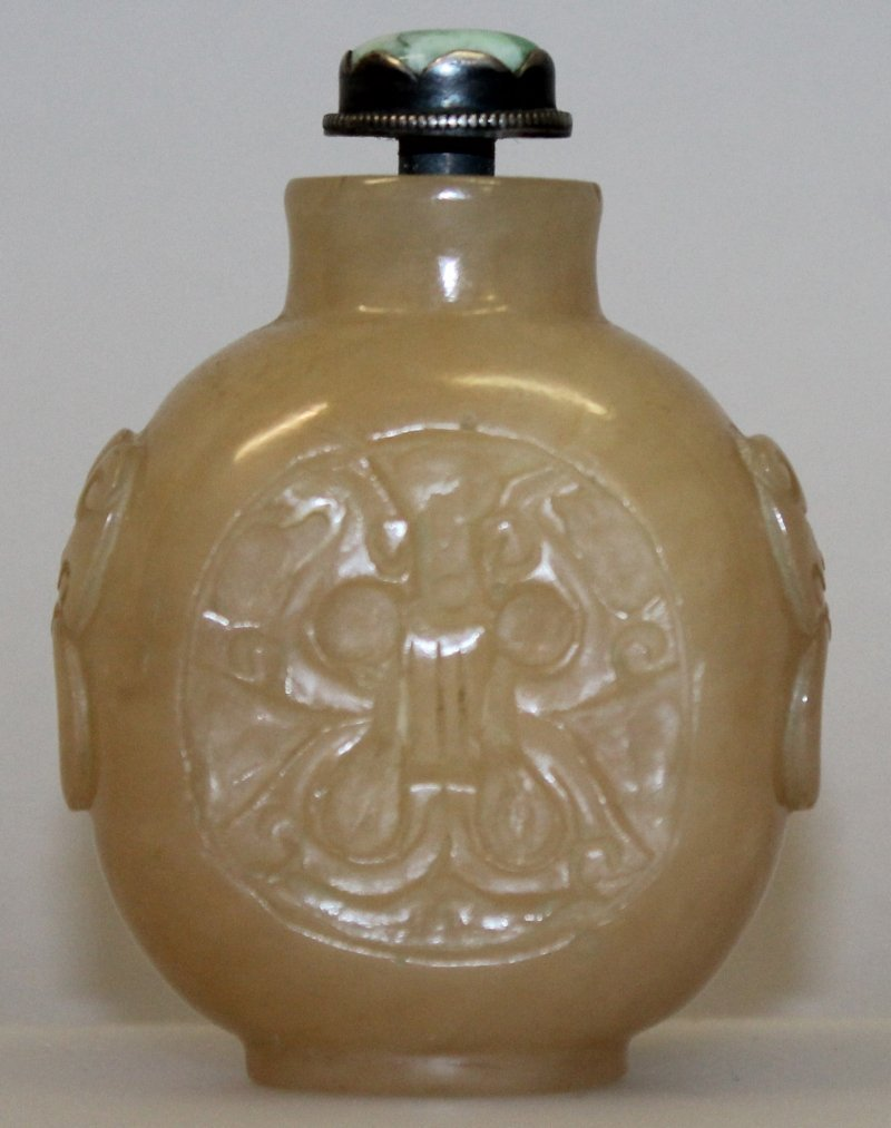 A 19TH/20TH CENTURY CHINESE JADE SNUFF BOTTLE &