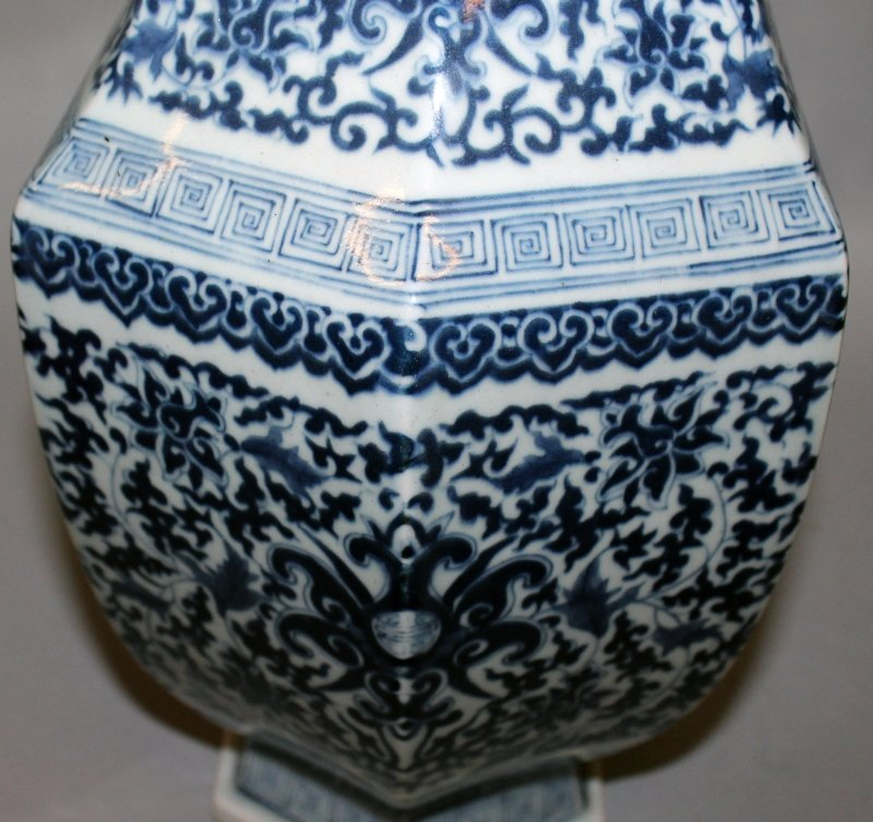 A LARGE CHINESE MING STYLE BLUE & WHITE PORCELAIN ARROW - 7