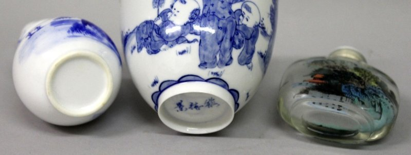 A CHINESE BLUE & WHITE PORCELAIN BEAKER, in a fitted - 9