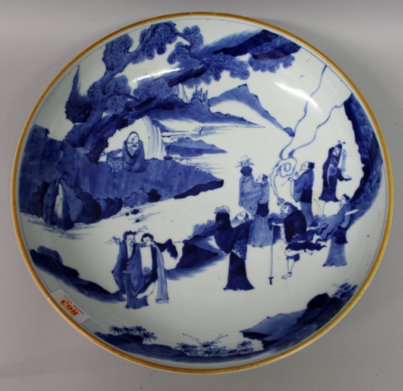 A LARGE CHINESE BLUE & WHITE PORCELAIN DISH, of saucer