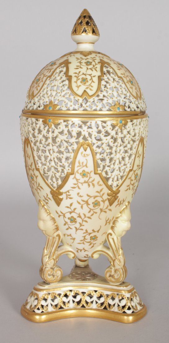 A GRAINGER & CO ROYAL WORCESTER PIERCED URN with gilt - 6