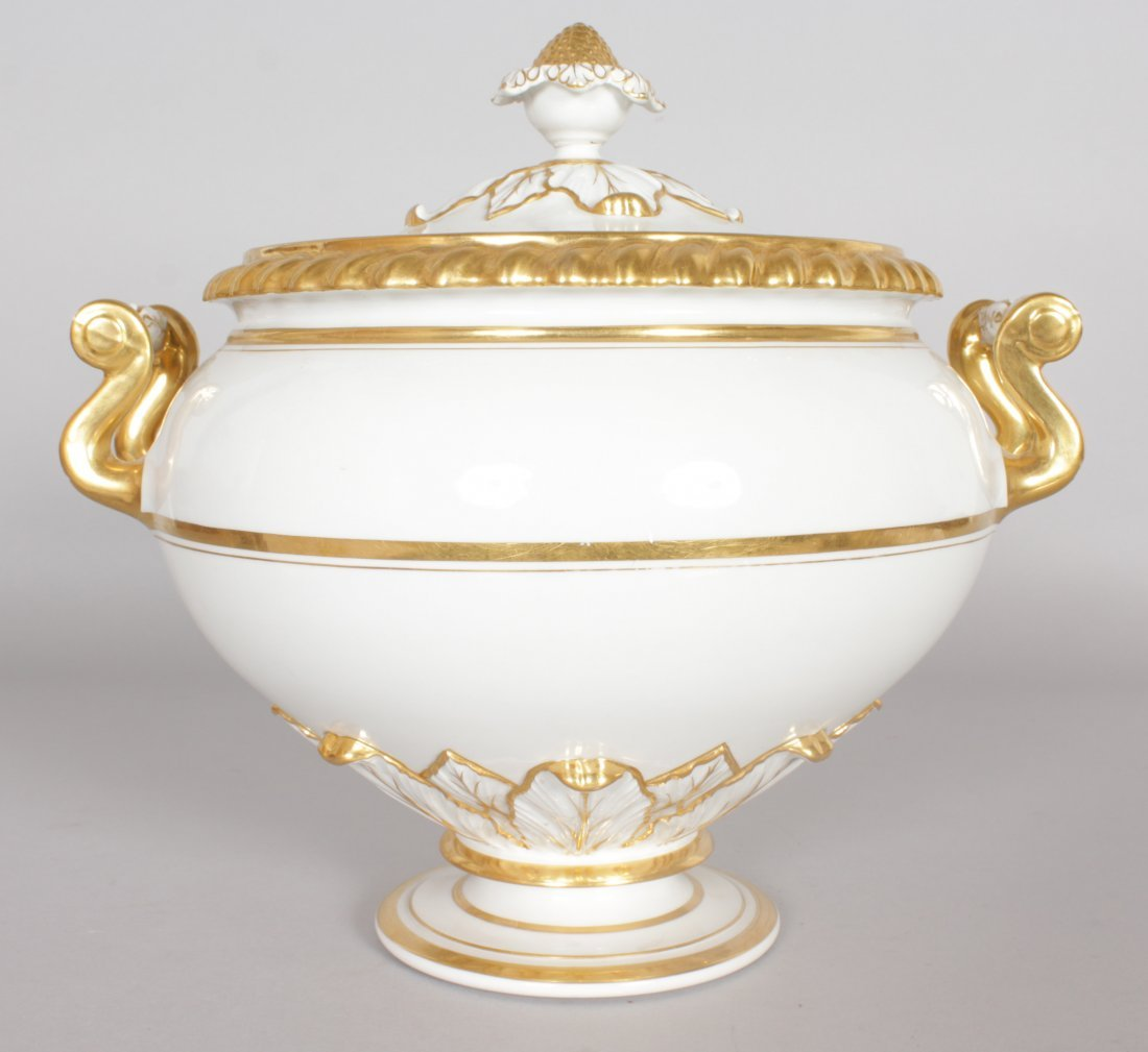 A LARGE WORCESTER TWO HANDLED CIRCULAR TUREEN AND
