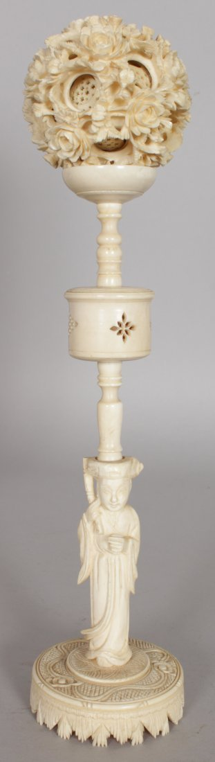 AN EARLY 20TH CENTURY CHINESE CARVED IVORY CONCENTRIC