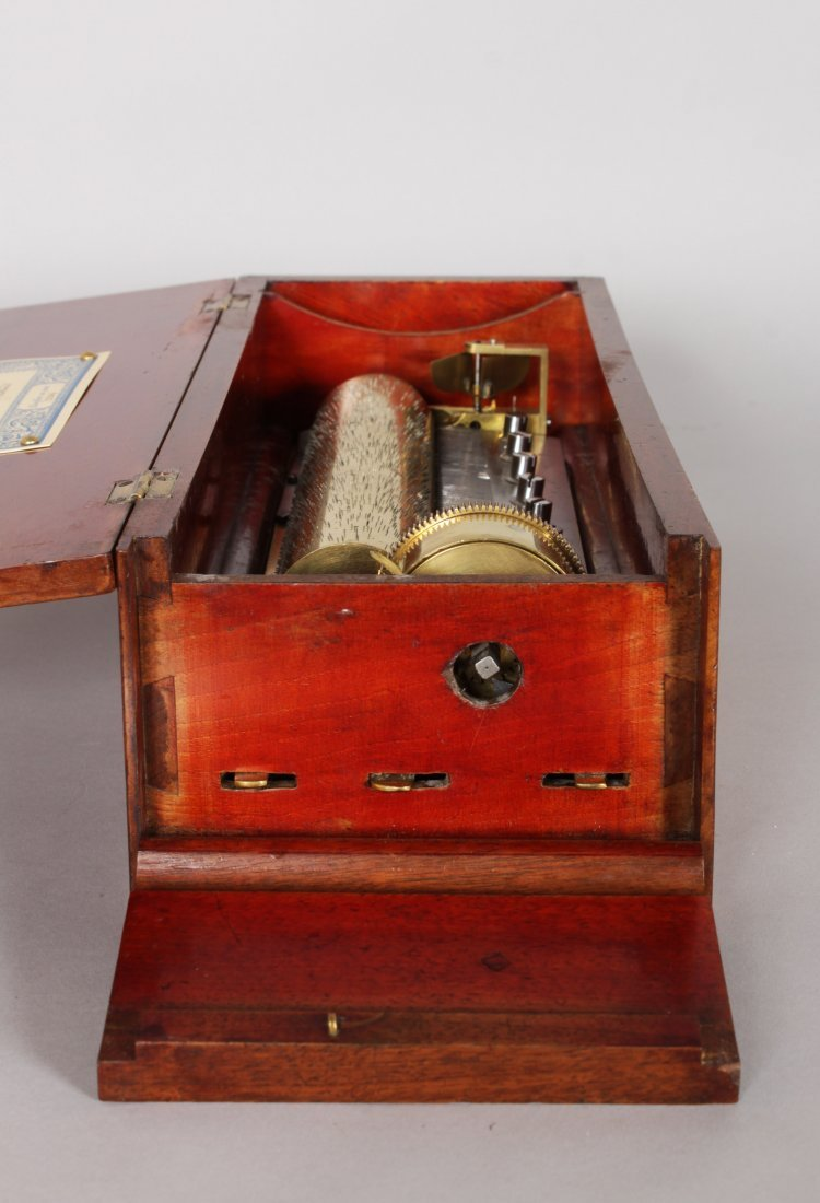 AN EARLY 19TH CENTURY SWISS MUSICAL BOX, playing six - 3