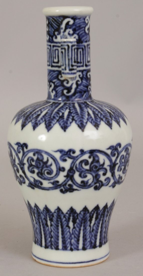 A CHINESE MING STYLE BLUE & WHITE PORCELAIN ARROW VASE, - 2