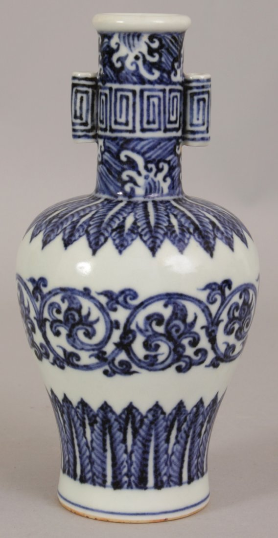 A CHINESE MING STYLE BLUE & WHITE PORCELAIN ARROW VASE, - 3