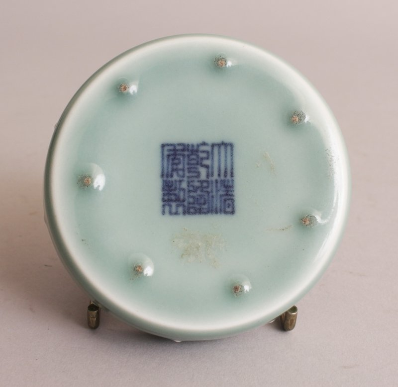 A SMALL GOOD QUALITY CHINESE CELADON PORCELAIN - 5
