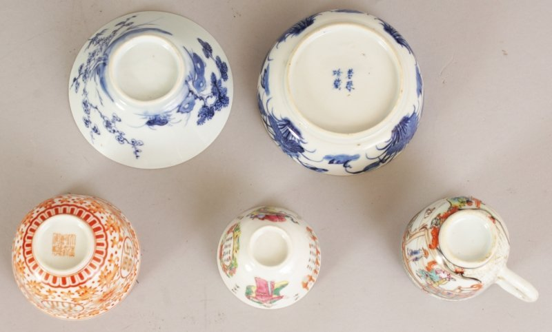 A SMALL 17TH/18TH CENTURY CHINESE BLUE & WHITE CONICAL - 2