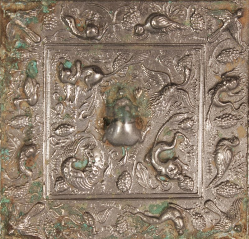 A SMALLER PAIR OF CHINESE TANG STYLE SILVERED BRONZE - 3