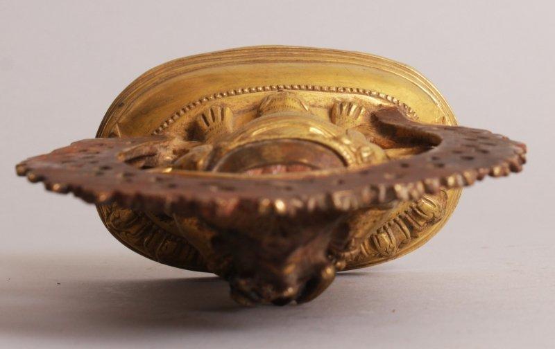 A SINO-TIBETAN GILT BRONZE FIGURE OF MAHAKALA, seated - 6