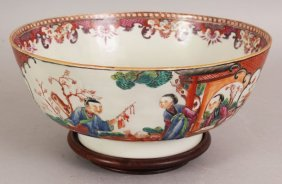 AN 18TH CENTURY CHINESE QIANLONG PERIOD FAMILLE ROSE