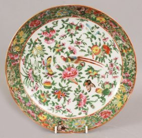 A 19TH CENTURY CHINESE CANTON FAMILLE ROSE PORCELAIN