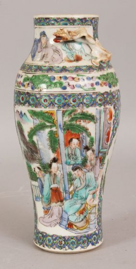 A 19TH CENTURY CHINESE FAMILLE VERTE PORCELAIN VASE,