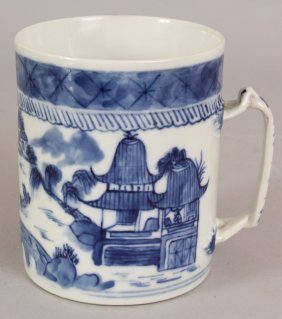 A 19TH CENTURY CHINESE CANTON BLUE & WHITE PORCELAIN