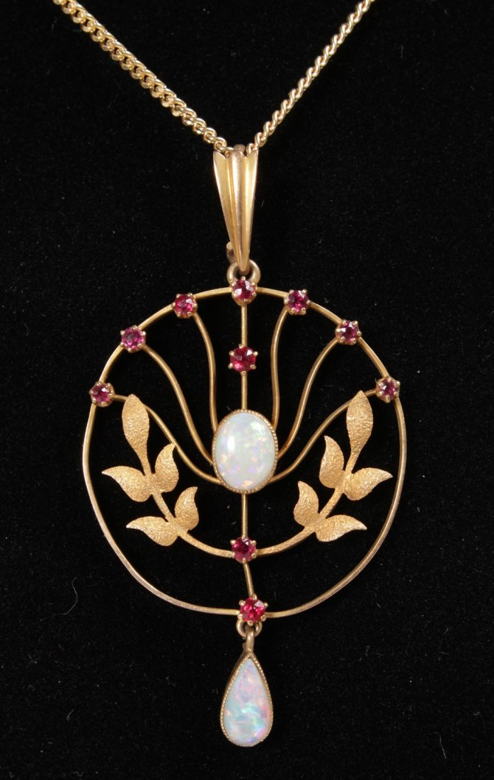 AN EDWARDIAN 15CT YELLOW GOLD, OPAL AND RUBY SET