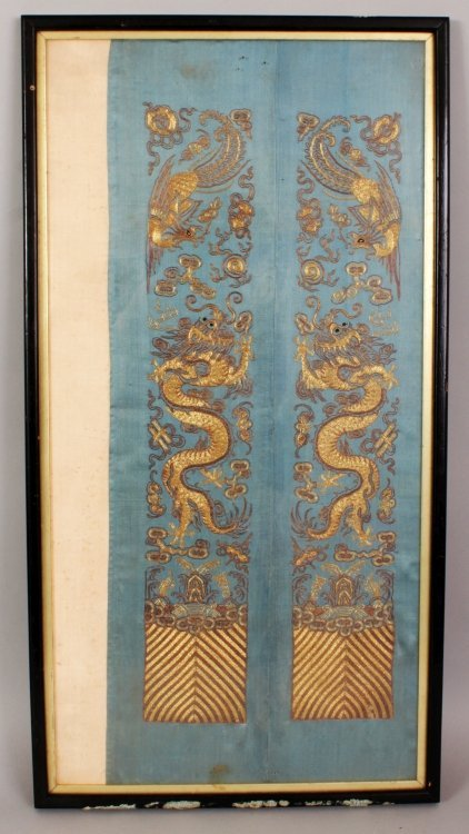 A PAIR OF 19TH/20TH CENTURY CHINESE EMBROIDERED SILK