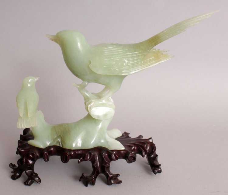 A 20TH CENTURY CHINESE CELADON GREEN JADE CARVING