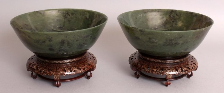 A GOOD LARGE PAIR OF 20TH CENTURY CHINESE SPINACH GREEN