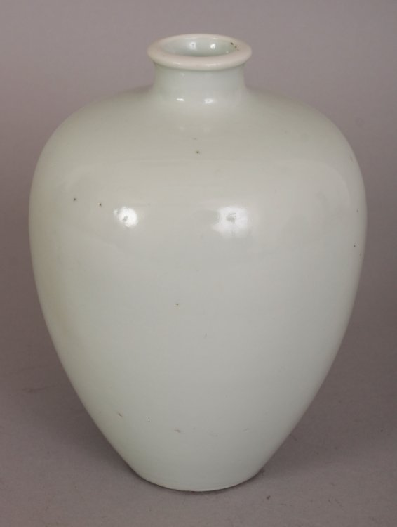 AN 19TH/20TH CENTURY CHINESE WHITE GLAZED PORCELAIN