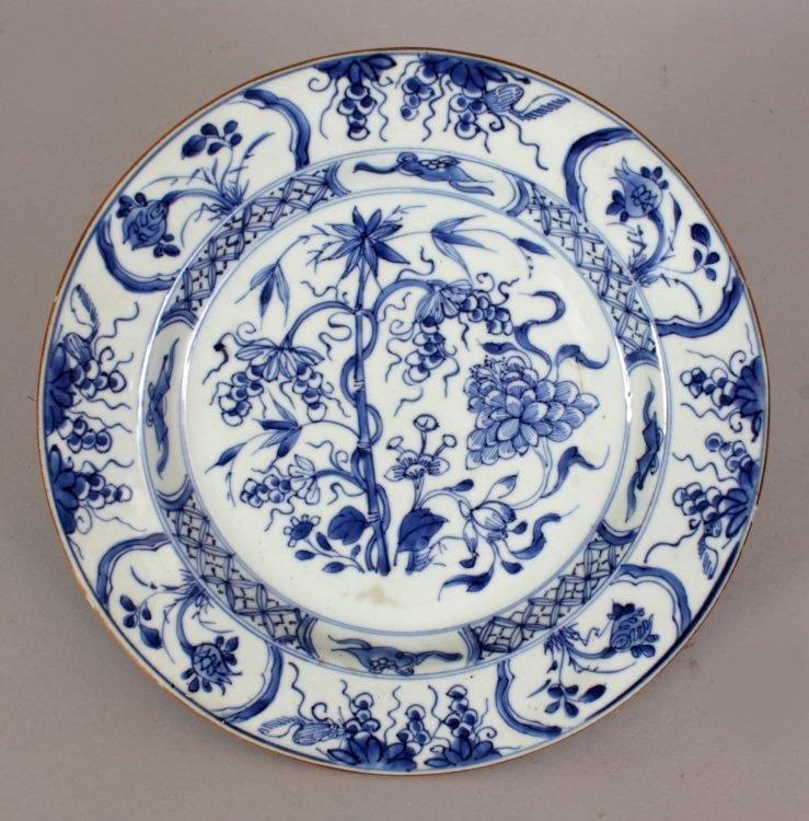 A CHINESE KANGXI/YONGZHENG PERIOD BLUE & WHITE