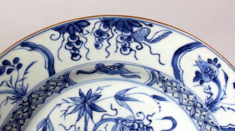A CHINESE KANGXI/YONGZHENG PERIOD BLUE & WHITE - 3