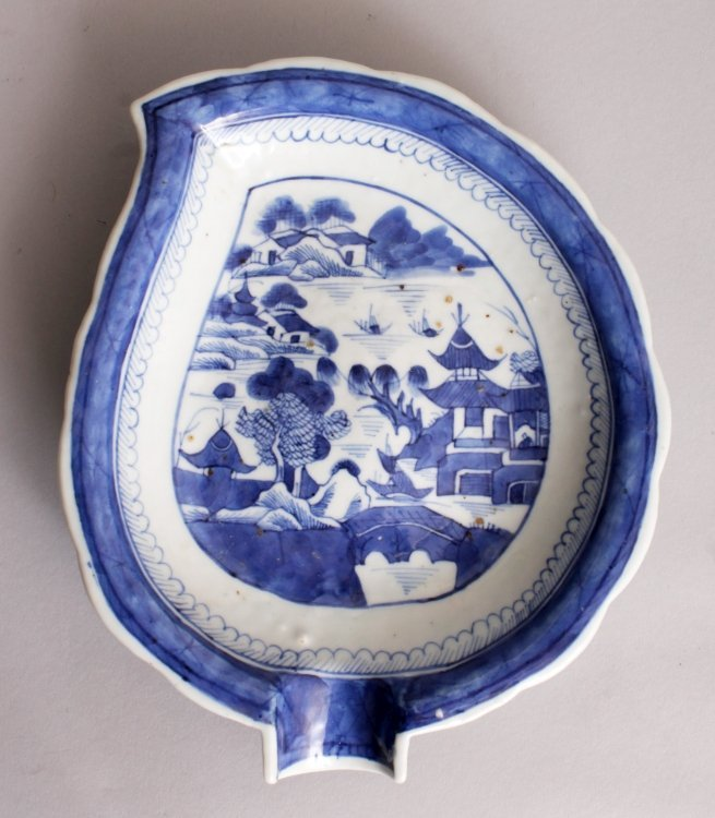 AN 18TH CENTURY CHINESE QIANLONG PERIOD BLUE & WHITE - 4