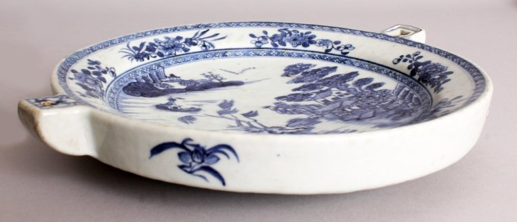 AN 18TH CENTURY CHINESE QIANLONG PERIOD BLUE & WHITE - 6