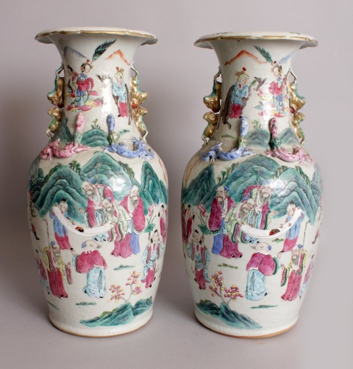 A LARGE PAIR OF 19TH CENTURY CHINESE CANTON FAMILLE