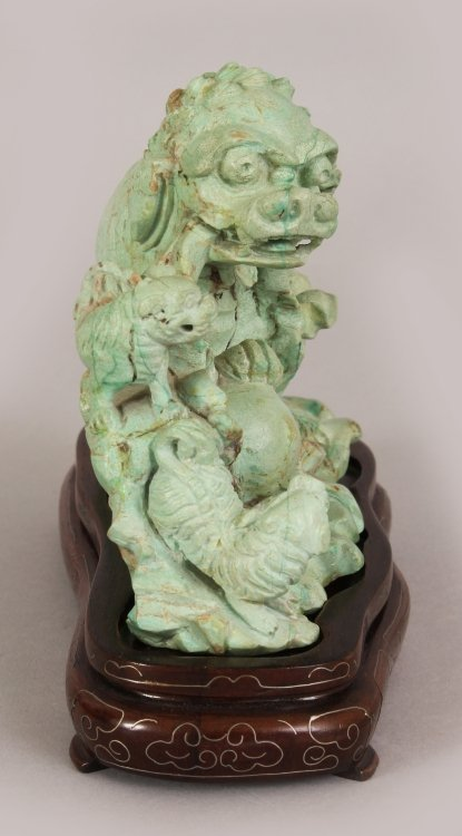 AN EARLY 20TH CENTURY CHINESE LIGHT GREEN CARVED - 2