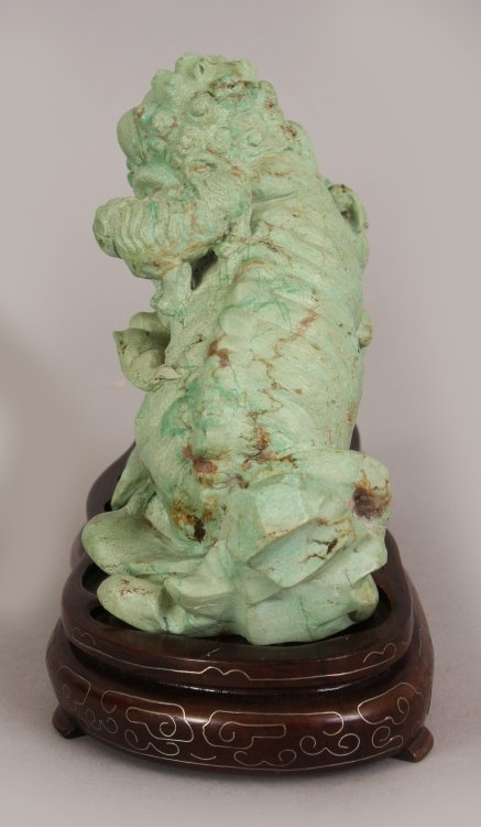 AN EARLY 20TH CENTURY CHINESE LIGHT GREEN CARVED - 4