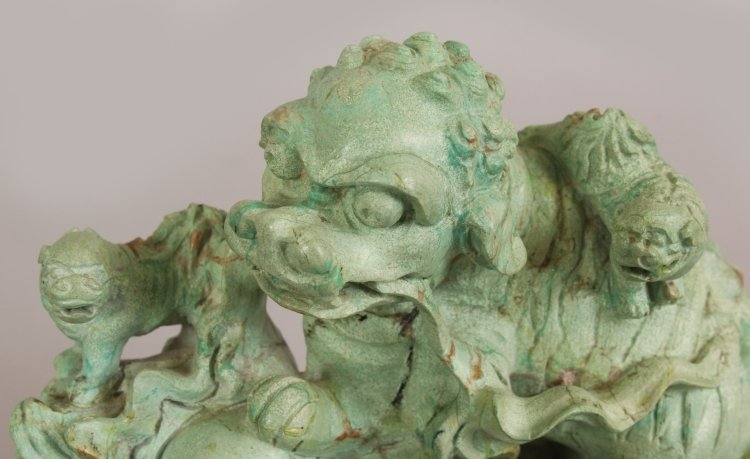 AN EARLY 20TH CENTURY CHINESE LIGHT GREEN CARVED - 5