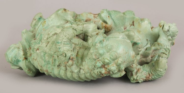 AN EARLY 20TH CENTURY CHINESE LIGHT GREEN CARVED - 7