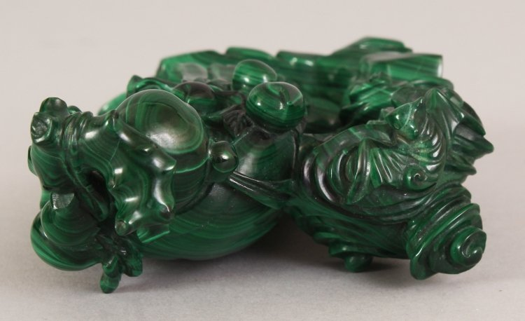 AN EARLY 20TH CENTURY CHINESE MALACHITE CARVING OF SHOU - 7