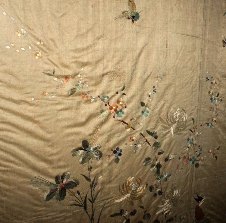 A LARGE FRAMED 19TH/20TH CENTURY SILK EMBROIDERY, - 3