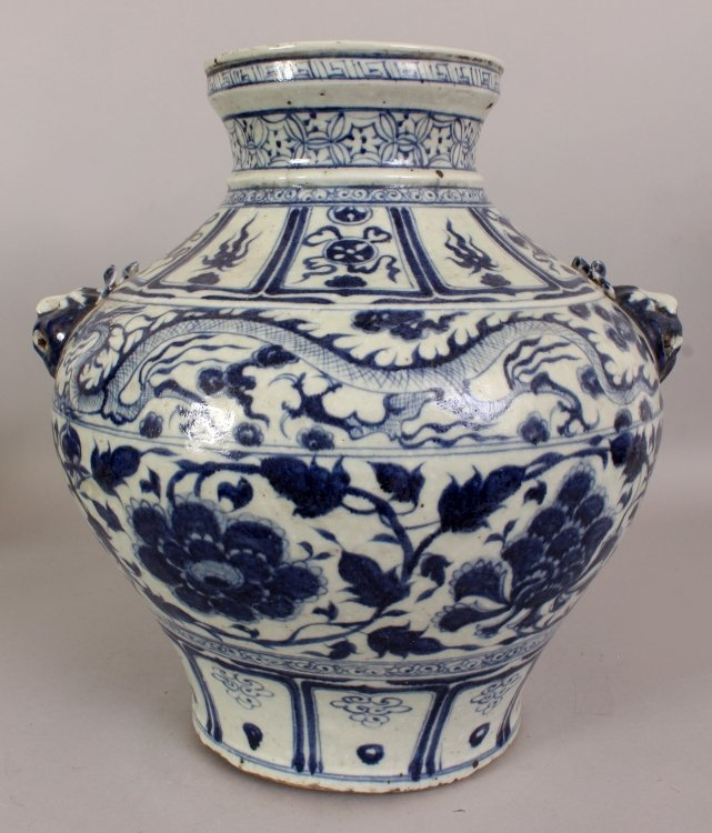 A LARGE CHINESE YUAN STYLE PORCELAIN VASE, decorated - 3