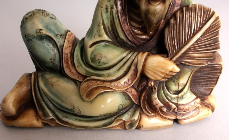 A GOOD QUALITY CHINESE STAINED SOAPSTONE CARVING OF A - 8