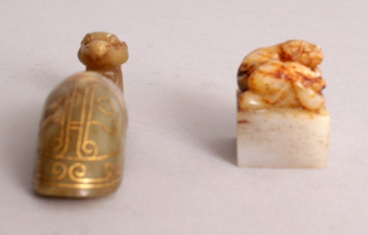 A CHINESE HAN STYLE GILT INLAID JADE BELT HOOK, the - 2